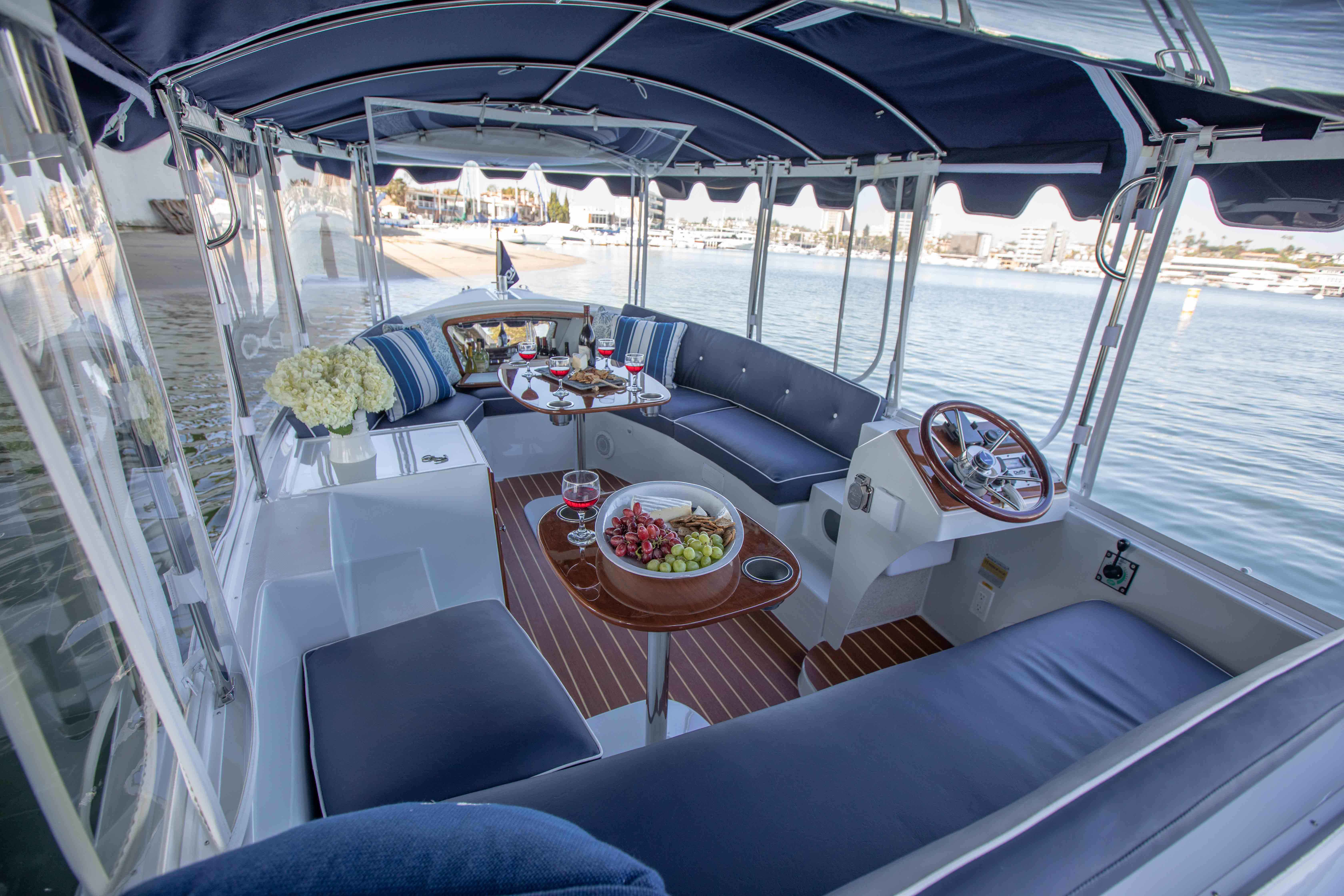 Duffy-Electric-Boats-18-Snug-Harbor-Interior-5